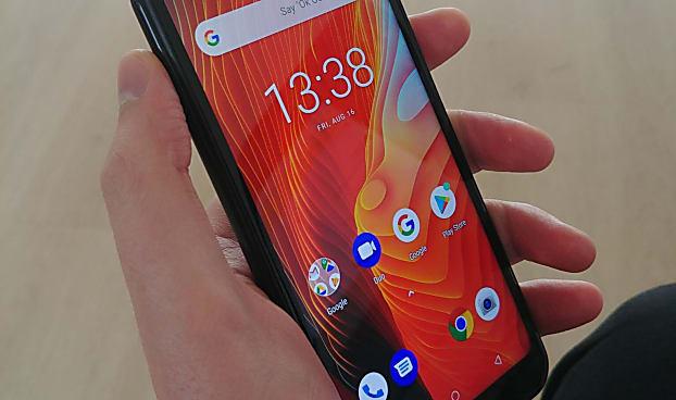 Um dos melhores smartphones do mundo é vendido 10 vezes mais barato no Brasil