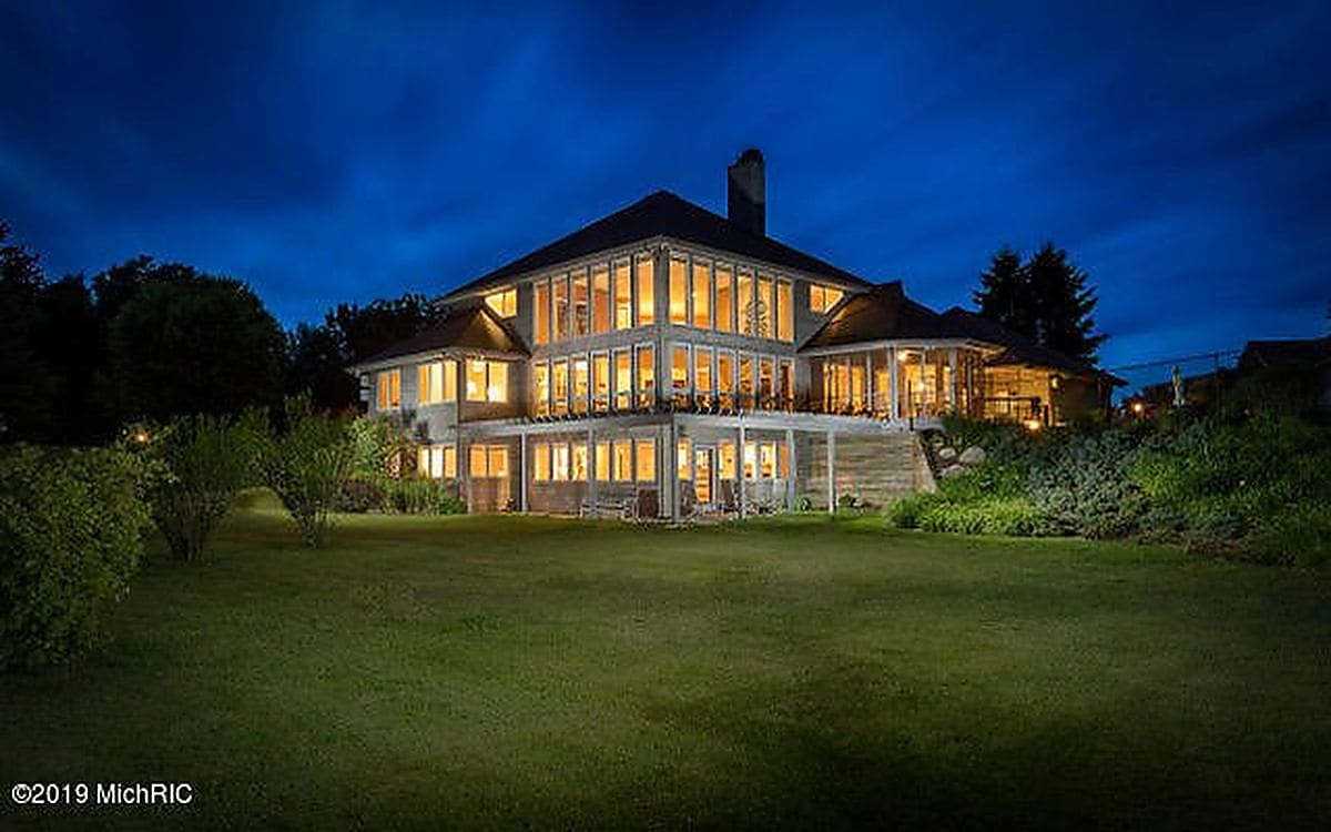 Expansive 81-acre Michigan estate of former WLS-Ch. 7 anchor Diann Burns sells for $1.8 million